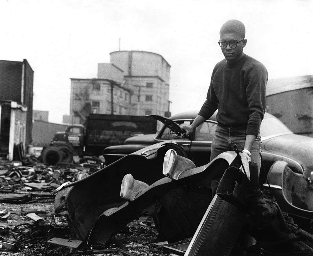 Richard Hunt gathering scrap in a junk yard at Clybourn and Sheffield Avenues, Chicago, 1962 Photo courtesy of Richard Hunt