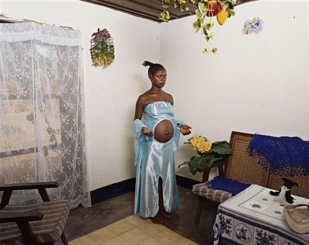 """Deana Lawson. """"Mama Goma, Gemena, DR Congo,"""" 2014. Courtesy of Rhona Hoffman Gallery, Chicago."""