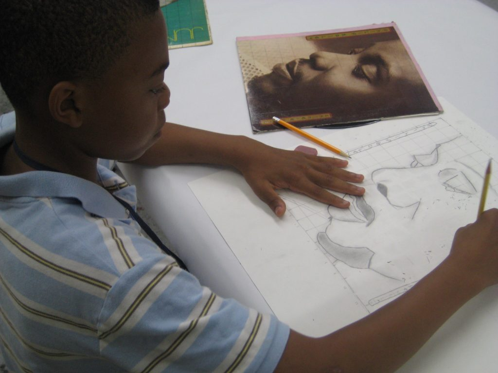 A child drawing in an art class at the Hyde Park Art Center.